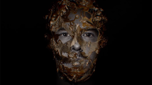 Trailer belooft duistere documentaire over Alexander McQueen