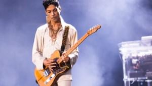 """Politie verspreidt beelden van dode Prince en verhoor van zangeres: """"Hij was extreem gewelddadig"""""""