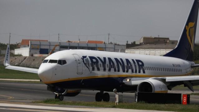 Vakbonden dreigen met zomerstaking bij Ryanair