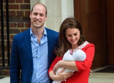 """Piekfijne Kate Middleton toont haar baby met de glimlach: """"Maar ze voelde zich wellicht niet op en top"""""""