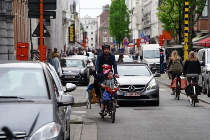 Fietser inhalen met de auto = boete van 58 euro