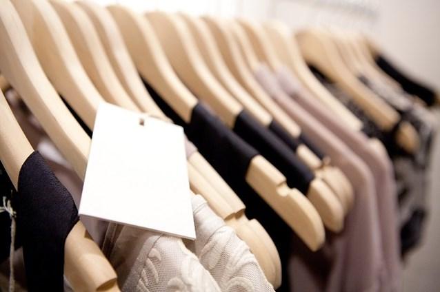 Van Zara tot Chanel: onverkochte kleding mag niet vernietigd worden