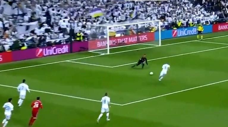 Wat een monumentale blunder: Bayern-doelman geeft doelpunt (en kwalificatie) zomaar cadeau aan Real