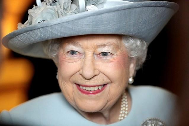 The Queen gaat voor het eerst op babybezoek bij William en Kate en doet dat in stijl
