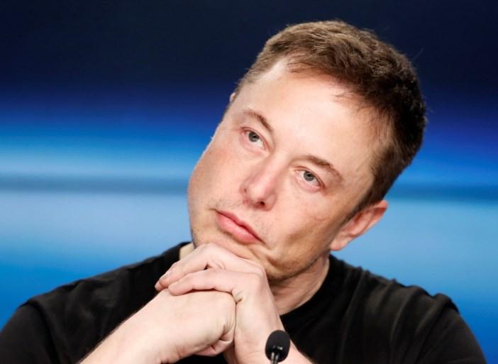 """Tesla-topman Elon Musk hekelt """"domme vragen"""" van analisten: """"Ik ga eraan kapot"""""""