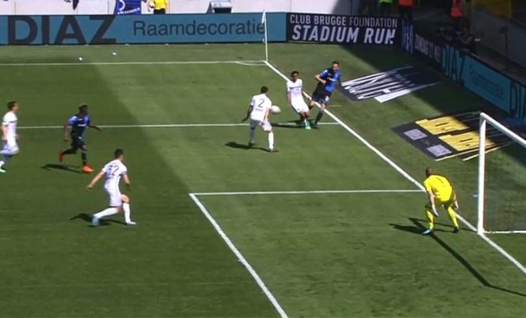 Gelukkig werkte de VAR: penalty Club Brugge terecht geannuleerd door Visser na ingrijpen van videoref