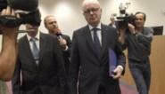 Minister van Staat Armand De Decker stapt op wegens verdenking van corruptie in zaak Kazachgate