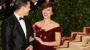 Waarom de jurk van Scarlett Johansson op het Met Gala veel kritiek krijgt