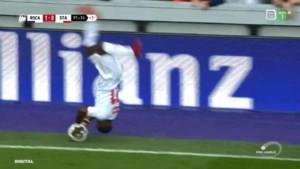 Ongezien: Standard-speler provoceert Anderlecht met acrobatische inworp