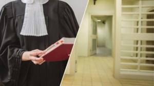 """Gevangenissen snappen kritiek van advocates niet: """"Zo'n metaaldetector weet echt niet dat het om een beha gaat"""""""