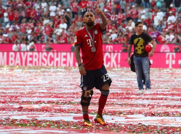 Bayern München wordt op eigen titelfeest in verlegenheid gebracht (maar toch vloeit het bier rijkelijk)