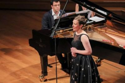 De tien geboden van een sopraan: gij zult niet in de tocht zitten