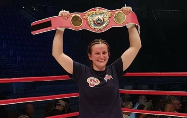 Persoon is niet meer alleen: Femke Hermans is derde Belgische bokster met wereldtitel