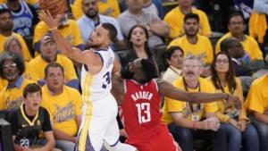 Herboren Stephen Curry blikt Houston in en brengt Golden State op 2-1 voorsprong