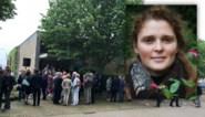 "Volle kerk neemt afscheid van slachtoffer 'horrorclown': ""Nu ben jij ook een roos, de mooiste die er is"""