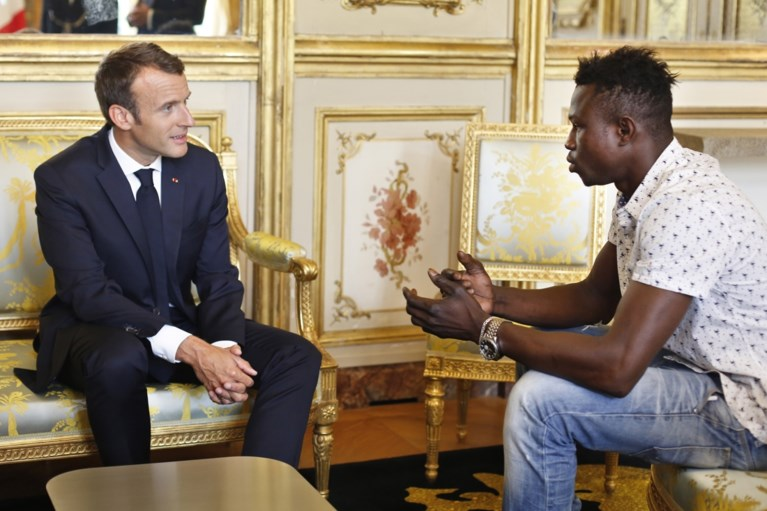 Malinese 'Spiderman' die kindje heldhaftig redde van balkon, krijgt Franse nationaliteit en een job