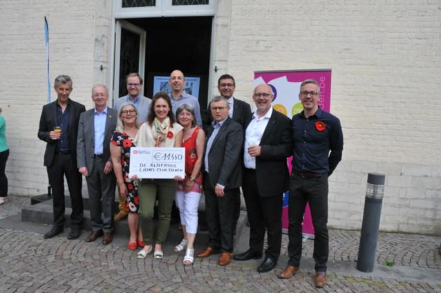 "Cheque voor Hospice ""De Klaproos"" in Goetsenhoven"