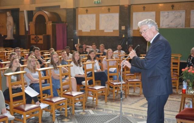Bisschop ontmoet leerlingen van Sint-Jozefinstituut