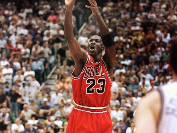 LeBron James doet een gooi naar de status van Michael Jordan in de NBA-finale