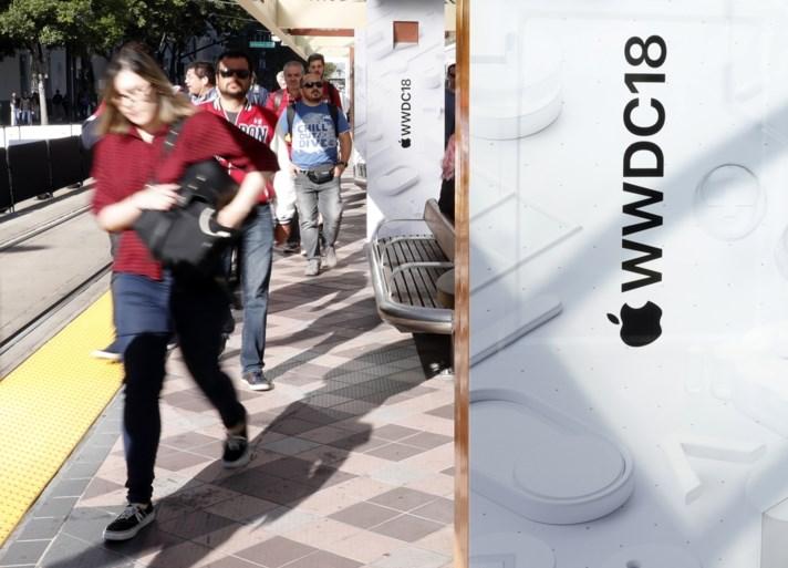Apple pakt uit met updates, maar raadt gebruikers af om te veel met hun smartphone bezig te zijn