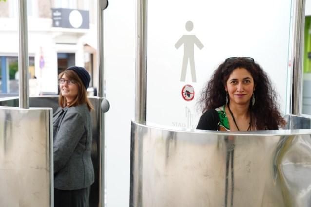 Nieuwe partij gaat voor gelijkheid van toiletten en zoekt … 'excuusmannen'