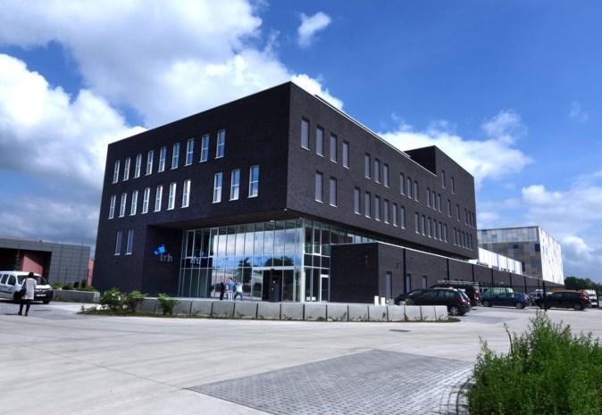 Een blik achter de schermen van het nieuwe Hasseltse politiegebouw: vijf verdiepingen, zes hondenhokken, veertig videoschermen en 300.000 kogels