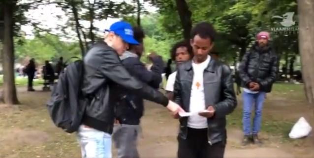 Griepcommissaris Marc Van Ranst overweegt klacht tegen Vlaams Belang-jongeren