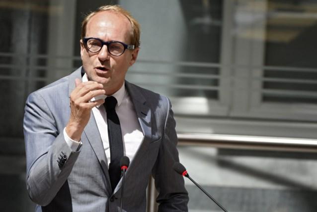 """Minister Weyts betaalt nog één boete per jaar voor elke De Lijn-chauffeur: """"Rest betalen ze zelf"""""""