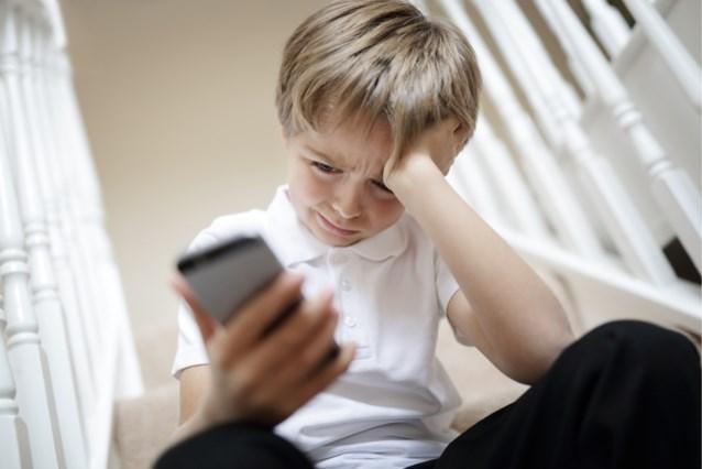 Politie gaat ter plaatse nadat jongen (12) twee keer noodnummer belt omdat hij sla moest eten van zijn moeder