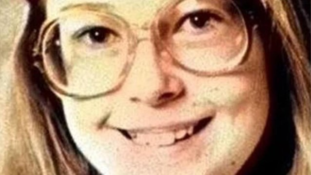 Hoe een weggegooid zakdoekje de 32 jaar oude moord op de 12-jarige Michella oploste