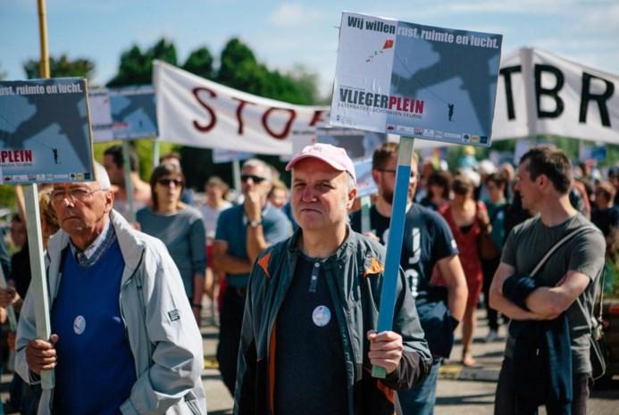 Vliegerplein marcheert voor sluiting luchthaven