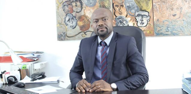 Het succesverhaal van Dominique Mbog: van Kameroens asielzoeker tot advocaat