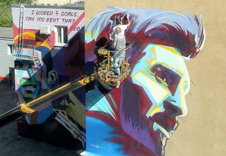 """Enorme muurschildering van Ronaldo … naast hotel van Messi: """"I scored 4 goals"""""""