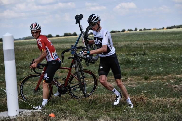 De val die Chris Froome meteen 50 seconden kostte in de Tour de France: uit de bocht en de wei in