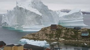 IJsberg van 100 meter hoog bedreigt kust van Groenland