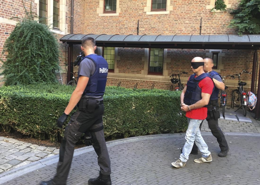 Moordverdachten wachten op confrontatie met elkaar - Het Nieuwsblad Mobile