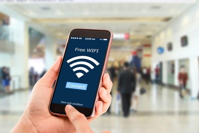 """WiFi gebruiken op vakantie is niet zonder gevaar: """"Smartphone surfers zijn makkelijk doelwit"""""""