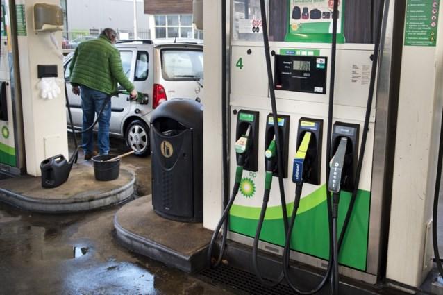 Benzine en diesel dinsdag duurder
