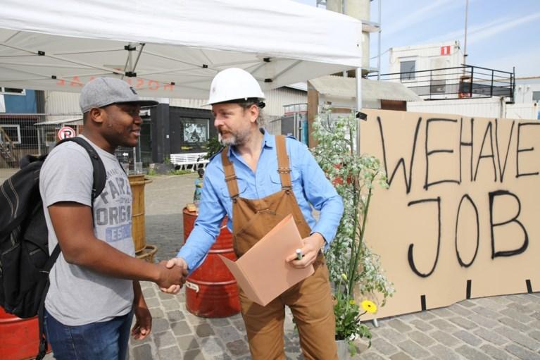 """Honderd vluchtelingen en asielzoekers werkten mee aan Gentse Feesten: """"Goed om Nederlands te oefenen"""""""