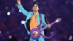 Fans zingen 'Purple Rain' als eerbetoon aan Prince, maar platenmaatschappij laat filmpje verwijderen