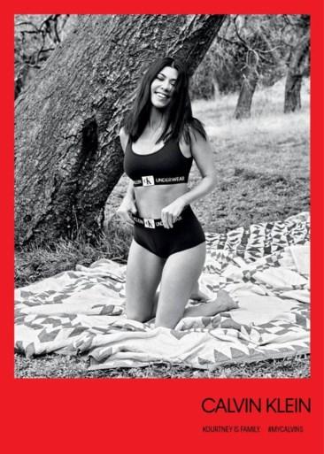 Raf Simons steekt alle Kardashians in lingerie