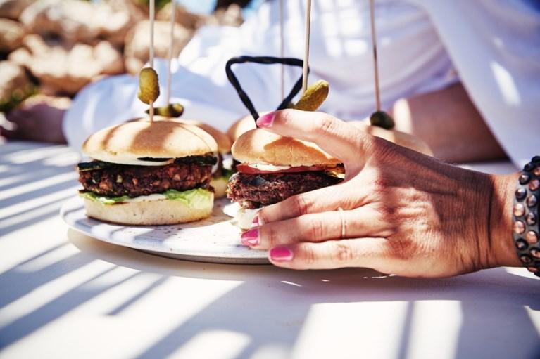 Deze vegan hamburger moet niet onderdoen voor een klassieker met vlees