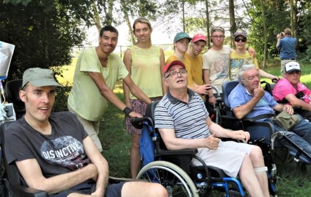 Jongeren helpen rolstoelgebruikers