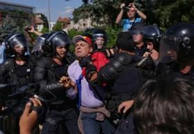 Eurocommissaris vraagt Roemeense regering om justitiehervorming te heroverwegen