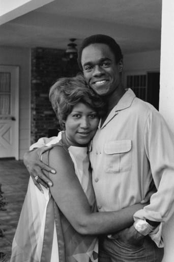 Stevie Wonder en Jesse Jackson bezoeken zieke Aretha Franklin