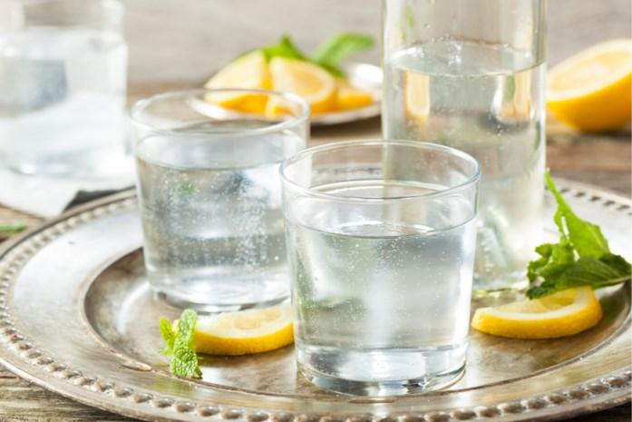 Water met smaakje steeds populairder, maar is het ook gezond?