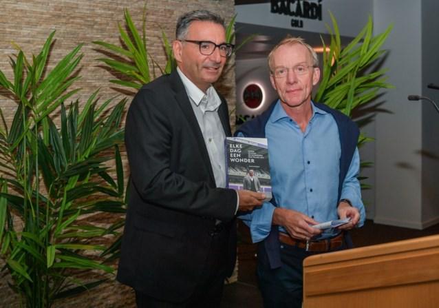Aftredend perschef van Anderlecht gunt ons in zijn boek een blik in de coulissen van paars-wit