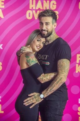 """Pommeline en Fabrizio filmen hun seksleven voor nieuw tv-programma: """"Vier keer seks per dag, daar hebben we geen tijd meer voor"""""""
