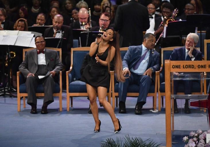 Ariana Grande onder vuur na eerbetoon op begrafenis Aretha Franklin