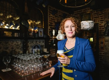 Voor het eerst in 700 jaar is het een vrouw: Nathalie (49) wordt baas van alle Belgische brouwers